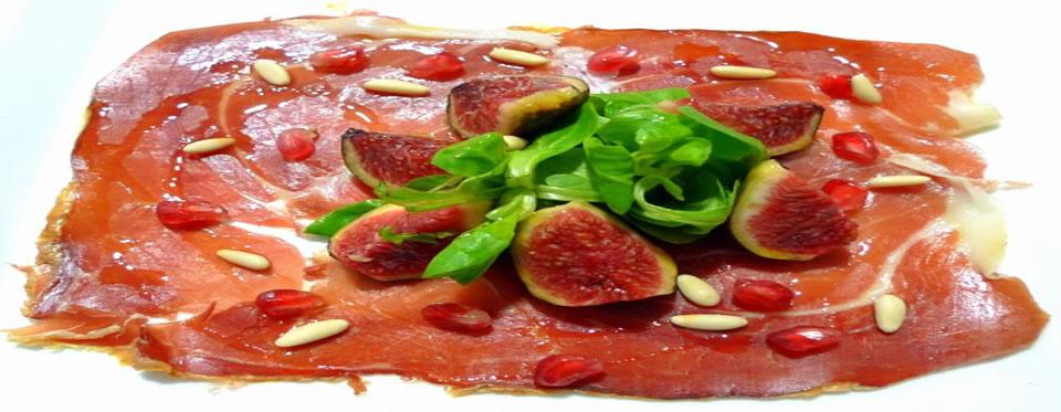 Plat de Carpaccio de jambon iberique avec salade de mâche