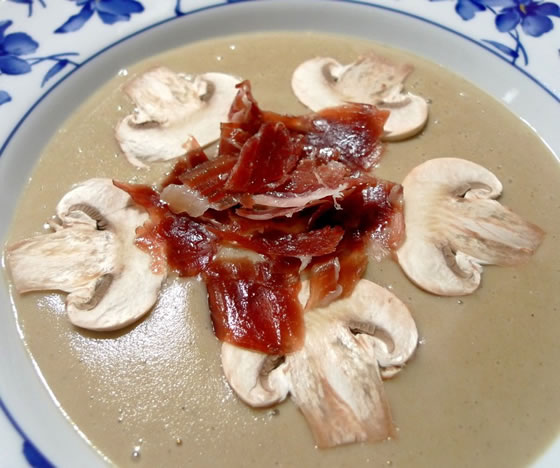 Vista 1 du assiette de Crème de Champignons avec Jambon Ibérique Pata Negra